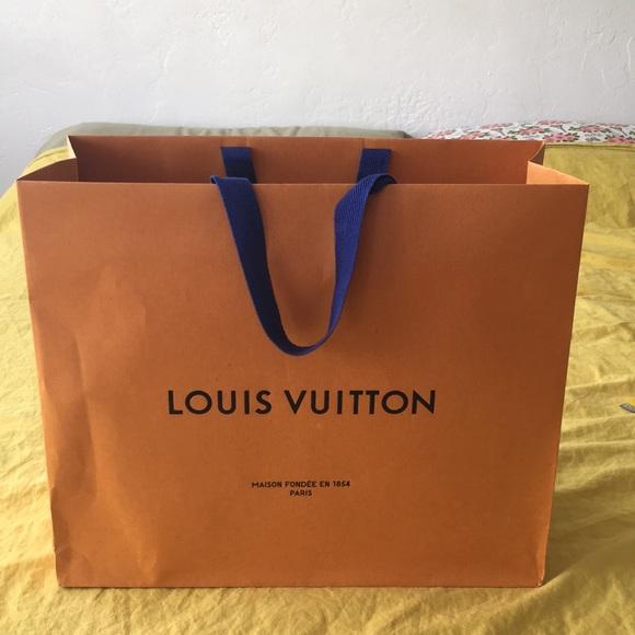 Louis Vuitton Handbags - LOUIS VUITTON PAPER SHOPPING BAG 🛍 / GIFT BAG